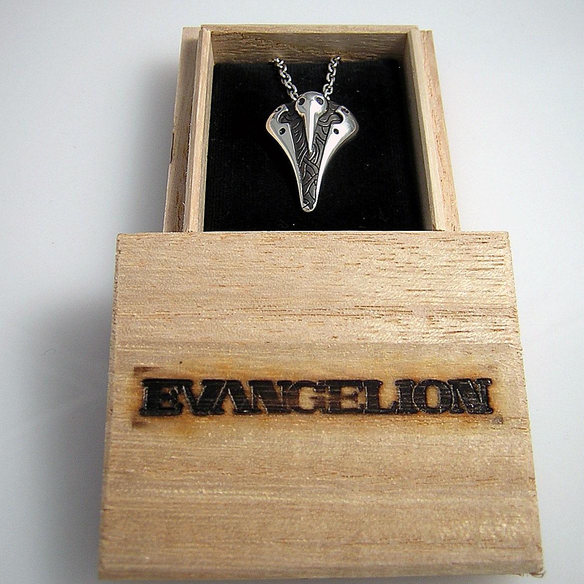 エヴァンゲリオンロゴの焼き印が入ったパッケージ